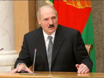 """Лукашенко обрушился с критикой на """"кремлевский тандем"""" и поддержал Лужкова"""