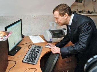 Медведев поздравил с днем рождения студентку МГУ