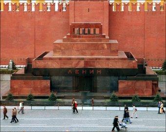В мавзолей Ленина кинули бутылку