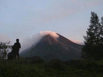 В Индонезии вулкан и наводнения убили свыше 130 человек
