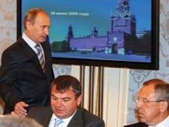 СМИ: Путин потребовал от Сердюкова написать рапорт об отставке