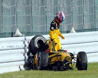 """Российский пилот """"Формулы-1"""" Петров провалил гонку в Японии"""