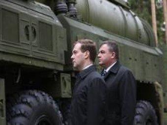"""Медведев вмешался в """"матерный скандал"""" с Сердюковым"""