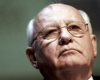 Горбачев обрушился с критикой на правящий тандем