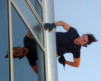 """На съемках фильма """"Миссия невыполнима-4"""" Том Круз залез на шпиль самого высокого здания мира"""