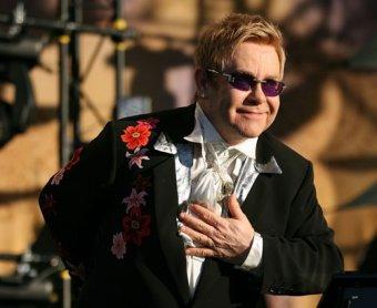 Элтон Джон пригласил президента Медведева на свой концерт в Петербурге