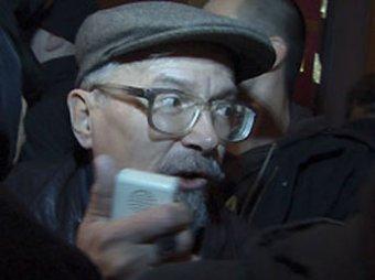 Милиционеры тащили Лимонова на митинг оппозиции … силой