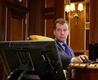 Медведев подначил в Twitter тверского губернатора