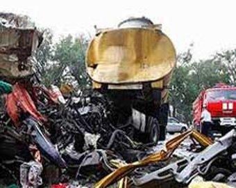 При столкновении автобуса с бензовозом в Мексике погибли более 20 человек