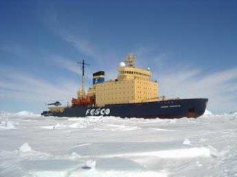 В Охотском море застряло свыше 600 человек