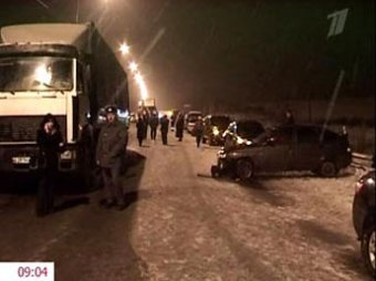 """Автобус столкнулся с фурой из-за """"Жигулей"""": 20 пострадавших"""