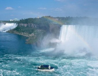 Обнаружены уникальные кадры Ниагарского водопада без воды