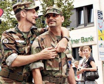 Геи и лесбиянки теперь могут открыто служить в армии США