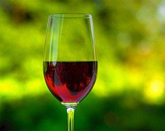 Красное вино влияет на слух человека