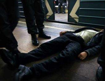 Бои с Манежной переместились в метро и на улицы. Есть убитые