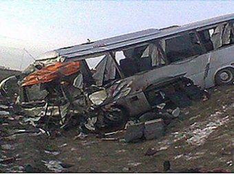 В Саратовской области автобус лоб в лоб врезался с КАМАЗом: 10 жертв