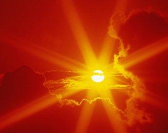 Ученые увидели на Солнце гигантский смайлик
