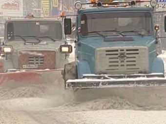Бомжи и студенты помогут питерским дворникам в уборке снега