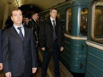 Медведев спустился в метро и лично проверил металлоискатели
