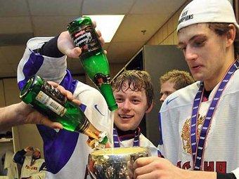 NBS: российских хоккеистов-чемпионов сняли с авиарейса за пьяный дебош