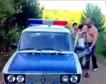 Милиционеров уволили за танцы на машине ДПС