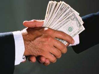 Медведев определил, сколько чиновникам платить за взятки