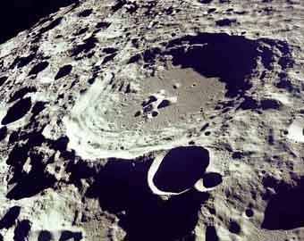 Ученые нашли раскаленный металлический шар в центре Луны
