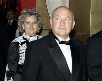Лужков получил въездную визу в Великобританию