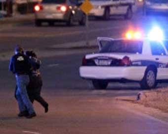 В США полицейские застрелили грабителя банка, захватившего заложников, в прямом эфире