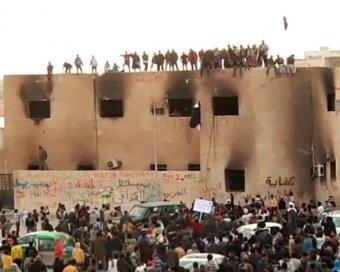 Сын Каддафи перешел на сторону бунтовщиков. Сам Каддафи готов покончить с собой