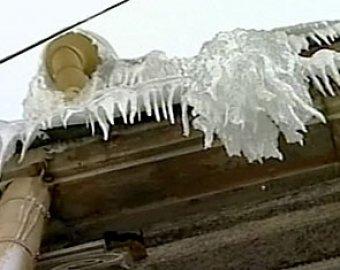 В Петербурге упавшая глыба льда убила девушку