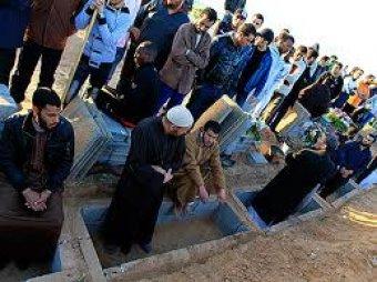 """CNN: режим Каддафи хоронит """"жертв авианалетов"""" в пустых гробах"""