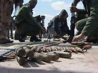 Войска Каддафи взрывают нефтехранилища