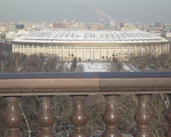 На Воробьевых горах в Москве машина упала со смотровой площадки