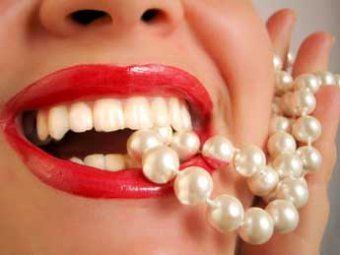 Врачи: наборы для отбеливания зубов страшнее наркотиков