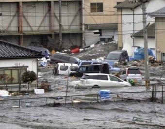 Число жертв землетрясения и цунами в Японии растет: уже 2,5 тысячи погибших