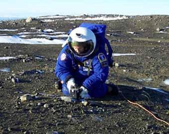 NASA испытало новый марсианский скафандр