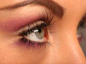 Накладные ресницы и цветные линзы чреваты потерей зрения