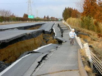 Японцы шокируют мир своим трудолюбием, восстановив разрушенную дорогу за 6 дней