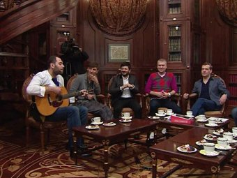 Медведев встретился с резидентами Comedy club