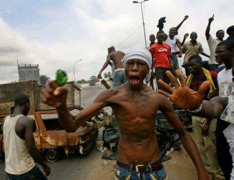 """Массовые убийства в Кот-д""""Ивуаре: улицы города Дукуэ усыпаны трупами"""