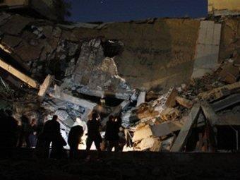 Самолеты НАТО сбросили на резиденцию Каддафи 4 бомбы