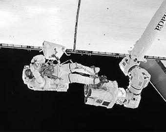 Астронавту NASA в космосе в глаз попала жгучая субстанция