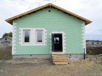 Построенные в 2010 году дома для погорельцев развалились за полгода