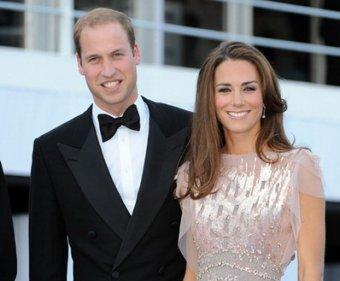 Принц Уильям с супругой впервые после свадьбы вышли в свет