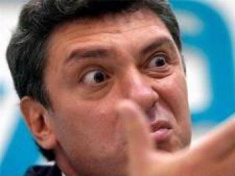На Range Rover Бориса Немцова неизвестные сбросили унитаз