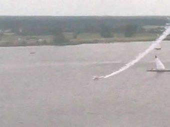 В Польше во время авиашоу на глазах зрителей самолет рухнул в реку
