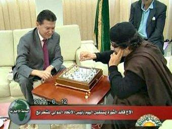 Каддафи за игрой в шахматы с Илюмжиновым рассказал о своих планах