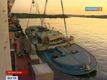 """СМИ: """"Булгарию"""" при подъеме уронили на бок, похоронив надежды узнать правду о крушении"""