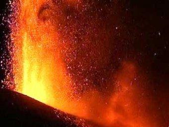 На Сицилии началось извержение крупнейшего вулкана Европы